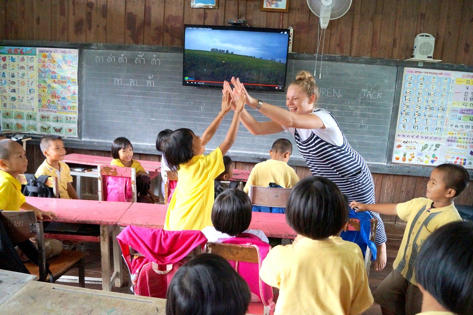 Teach children at temple schools
